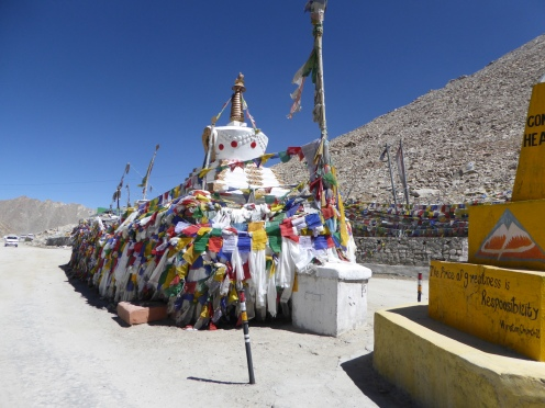 Stupas at Chang La pass