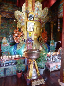 This Buddha statue is so big it's spreading on 3 levels